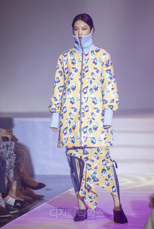 [포토]무궁화 색감 떠올리게 하는 `쎄쎄쎄` 패션쇼